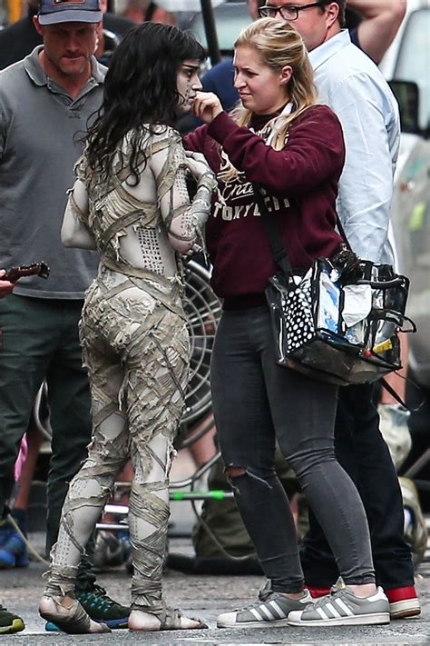 Sofia Boutella and Tom Cruise Filming 'The Mummy' On Set