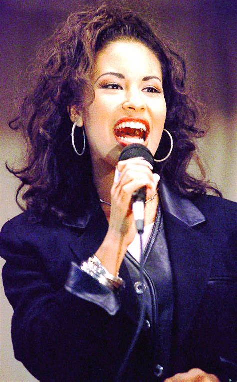 Day of the Dead honors icon singer Selena - New York Daily